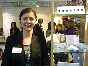 Ivana Vuleta mit den neuen Les Yeux Dispo  Clear Pro Monatskontaktlinsen