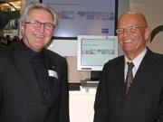 Peter Schmitzer und Ferdinand Thöny im Gespräch am Zeiss-Stand