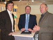 Mag. Florian Krischan(l.), und Rainer Krischan(r.) im Gespräch mit Uri Wilf