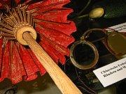 Wilke's Brillenmuseum,. u.a. eine chinesische Fadenbrille um 1900