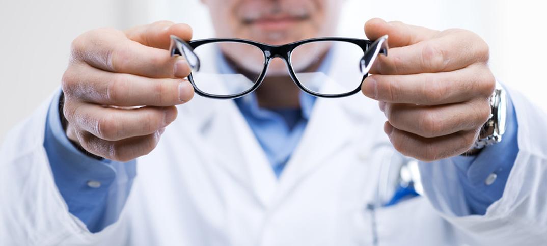 Räumliche Nähe zwischen Augenarzt und Optiker