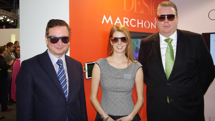 OPTI 2015 MARCHON: Mit Marketing Coordinatorin Kristina Vieldorf beim Test der Diane von Fürstenberg Google Glass Prototypen.