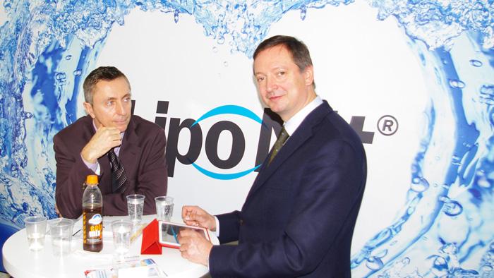 OPTI 2015 Optima Pharmazeutische GmbH: Geschäftsführer Stefan Kroll präsentiert die neuesten Erkenntnisse zur Nachbenetzung und Lidpflege