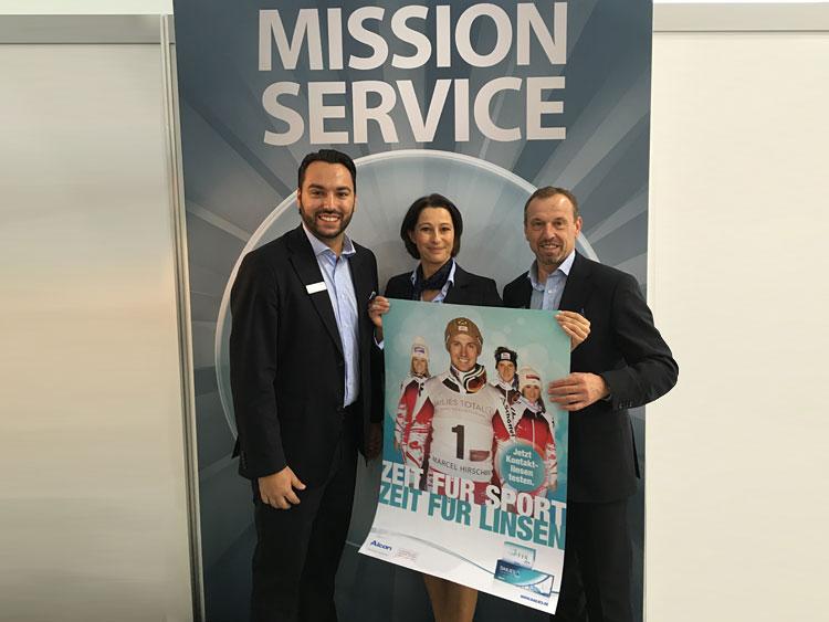 Peter Jurcenko (Verkaufsrepräsentant Österreich), Martina Kogler (Verkaufsrepräsentantin Österreich) und Rupert Elsensohn (Verkaufsleitung Österreich) mit der aktuellen ÖSV Kampagne