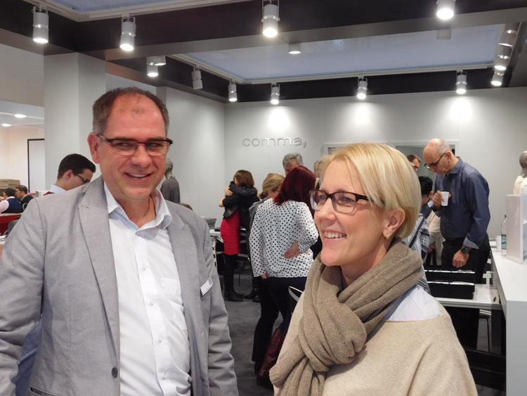 Bernd Reisacher (Sales Manager) und Susanne Keller (Marketing & Kommunikation) beim Kollektionslaunch von comma