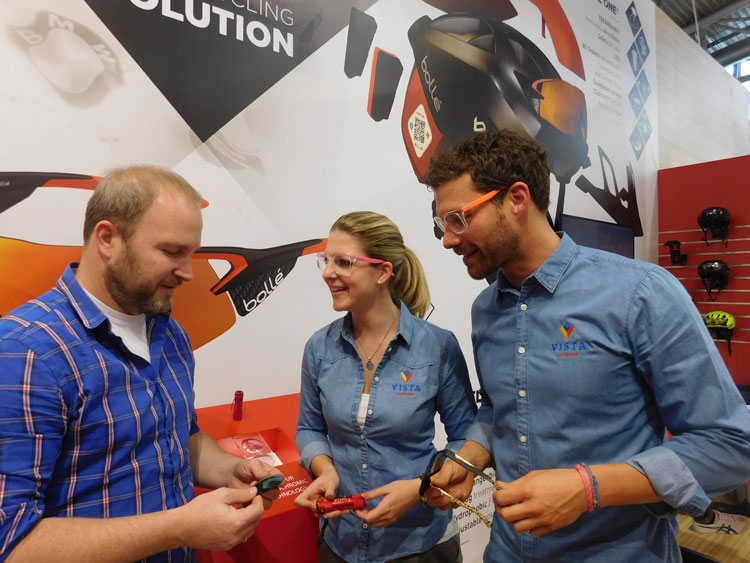 Florian Flach (FlachCommunication), Martina Huber (Sales & Marketing Assistant D/A) und Chris Hammann (Sales & Marketing Manager D/A) zum Thema Sicherheit im Sport