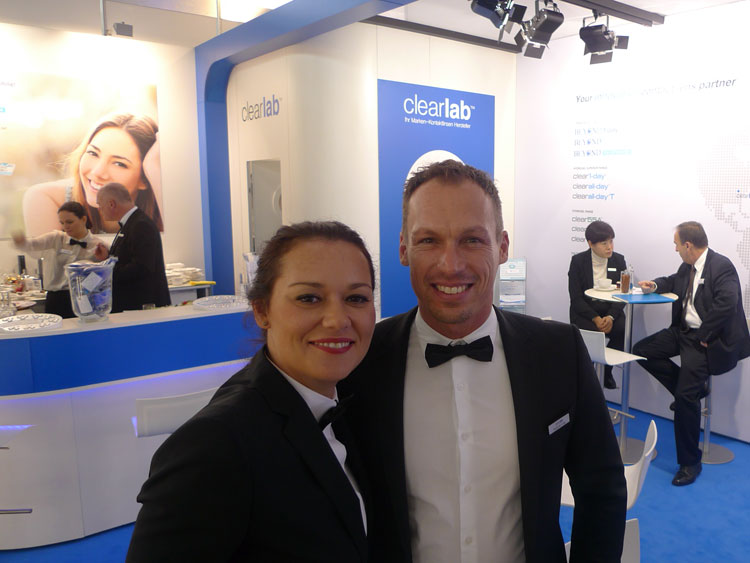 Josipa Kern-Anicic (Country Managerin D/A/CH) und Alexander Lang (Key Account Manager D/A/CH) sind neu am österreichischen Markt und präsentieren eine biokompatible Silicon Hydrogel Kontaktlinse