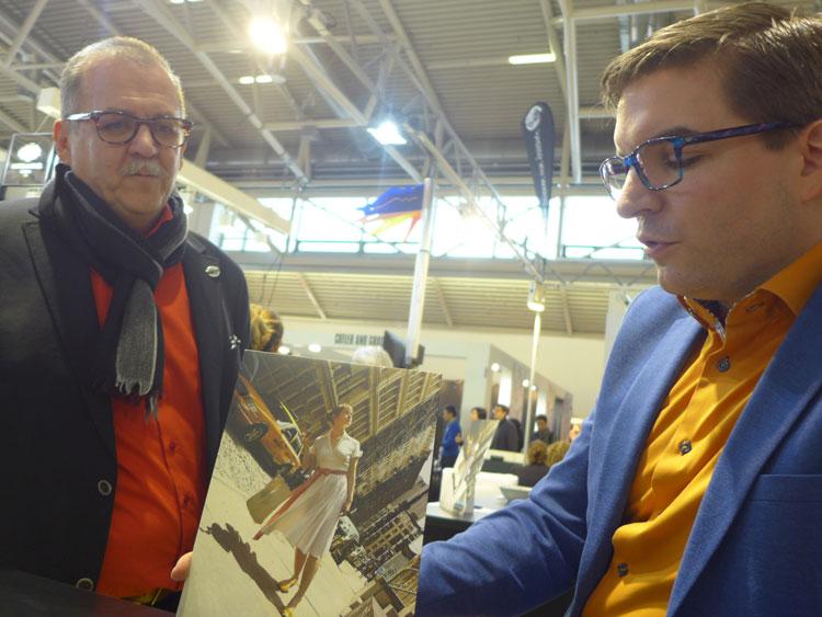 Hans Peter Pomberger und Jürgen Pomberger mit dem neuen New Yorker Werbesujet, das zugleich ein Suchbild ist