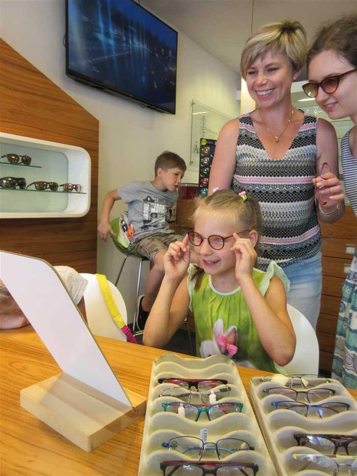 Die Kinder konnten ihre fertigen Brillen gleich aus Salzburg mit nach Hause nehmen