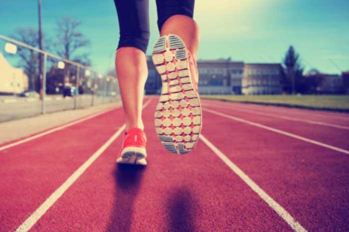 Es erscheint dadurch ganz logisch, dass der richtige Laufschuh für den Marathonläufer genauso wichtig ist wie eine glatte Kontaktlinsenoberfläche für den Kontaktlinsenträger