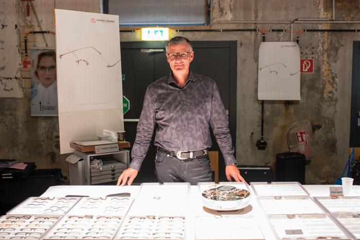 Mit einer Brille ganz aus echtem Sterling Silber, meldete sich Gernot Lindner mit seiner gleichnamigen Firma GERNOT LINDNER SILVER EYEWEAR aus dem Ruhestand zurück