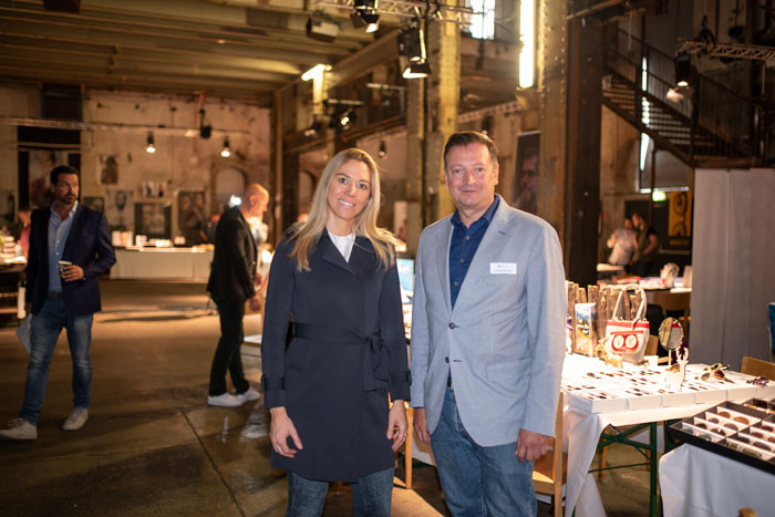 MA2 GmbH – Brillenliebe Geschäftsführerin Isabelle Malina mit optikum Chefredakteur Harald Belyus