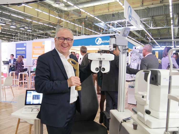 Dominique Meslin, Direktor Solutions Refraction bei Essilor International zeigte eine Refraktionstechnik, bei der die Analytik und Fragen bereits vom Phoropter vorgegeben werden