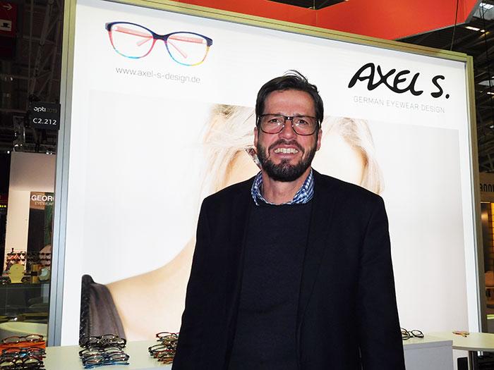 Alexander Uebele präsentiert gewagte und farbige Eyewear