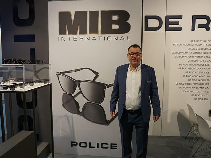 DE RIGO Geschäftsführer Peter Schwind ist zurecht stolz, dass die Agents des neuen MIB-Kinofilms eine POLICE Sonnenbrille tragen