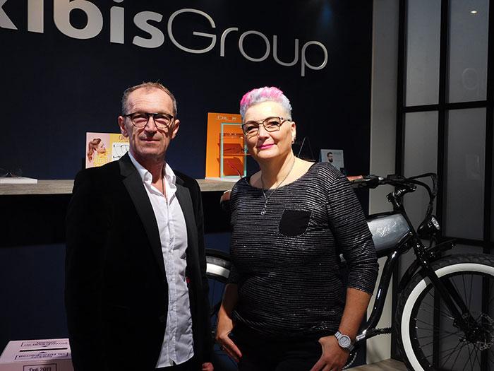 Doris Jank (Leitung Verkaufsinnendienst) mit Peter Erba (Geschäftsführer)