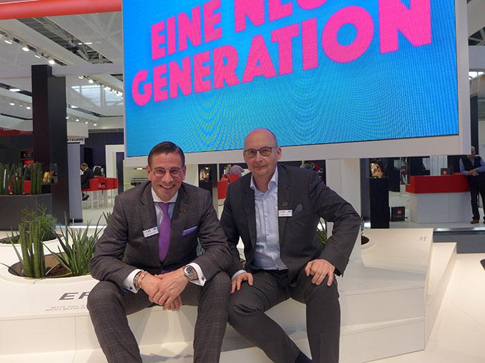 Vertriebsleiter Ronald Mayrhofer und Österreich GeschäftsführerMartin Merkle bieten Innovationen bei individuellen Brillengläsern
