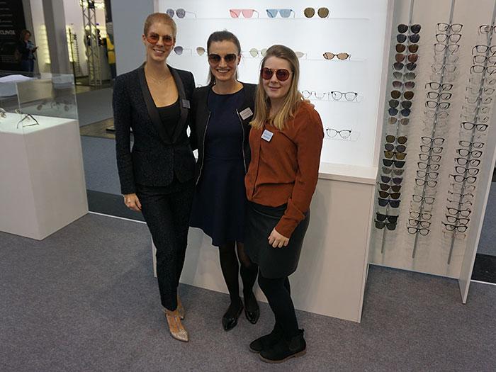 Das MARCHON Marketingteam mit Marketing Managerin Kristina Vieldorf, Marketing Assistentin Elisa Schmitt  und Marketing Trainee Jana Ständecke präsentieren sich diesmal mit DKNY