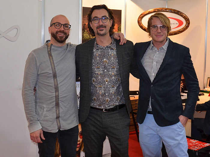 Daniel Gsottbauer, Sales Manager und Produktdesign, Markus Radlinger, Geschäftsführer und Lukas Bodenhofer präsentieren eine Unmenge an unterschiedlichen Kollektionen