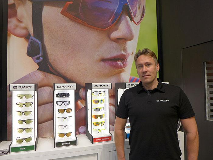 Sebastian Siedler, Country Manager für Deutschland und Österreich, zeigt erstmals auch Korrektionsbrillen