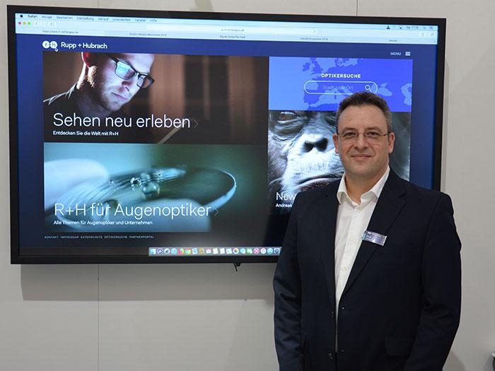 Frank Lindenlaub, Leiter Marketing, präsentiert den neuen Markenauftritt