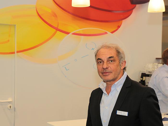 Peter Braunsdorfereröffnet die Vorteile desmedi-lens Brillenglasprogrammes