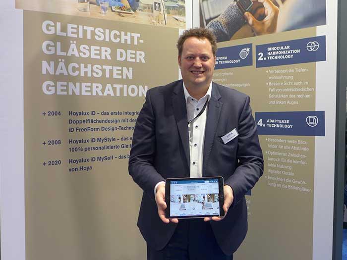 Ing. Christian Zsidek, Country Manager Österreich zeigt unter anderem eine neue Verkaufsberatungs-App