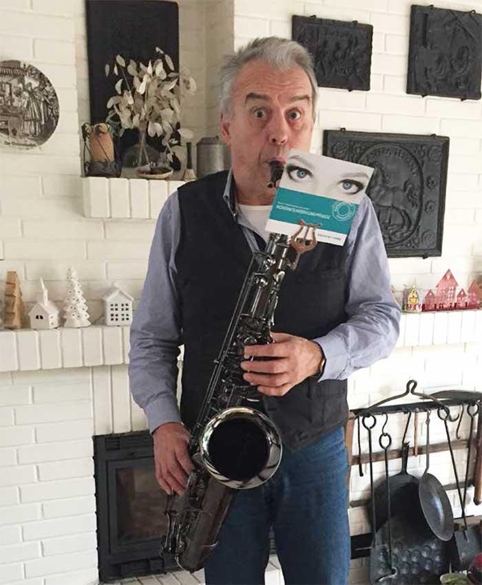 Als Freizeitmusiker erlebe ich immer wieder Grenzbereiche des machbaren mit Gleitsichtbrillen, denn ich bin speziell beim Saxophon spielen, darauf angewiesen, das Notenblatt, den Bandleader und bedarfsweise auch mal das Instrument deutlich erkennen zu können