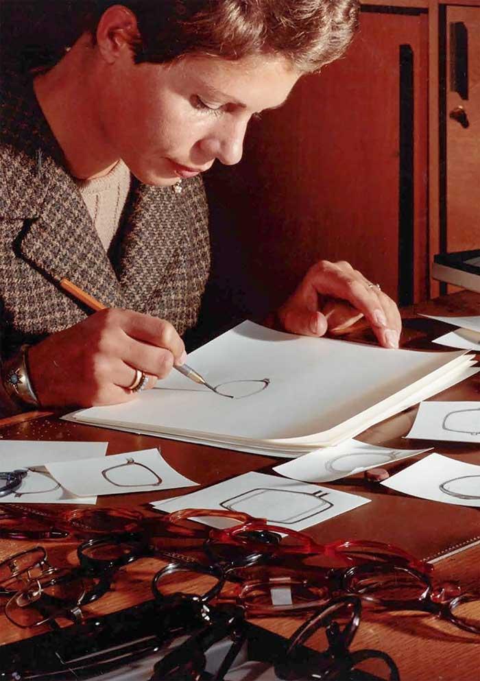 Am 31.12.2020 ist Dora Demmel - Designerin der ersten Stunde des Hauses Silhouette - leider von uns gegangen.