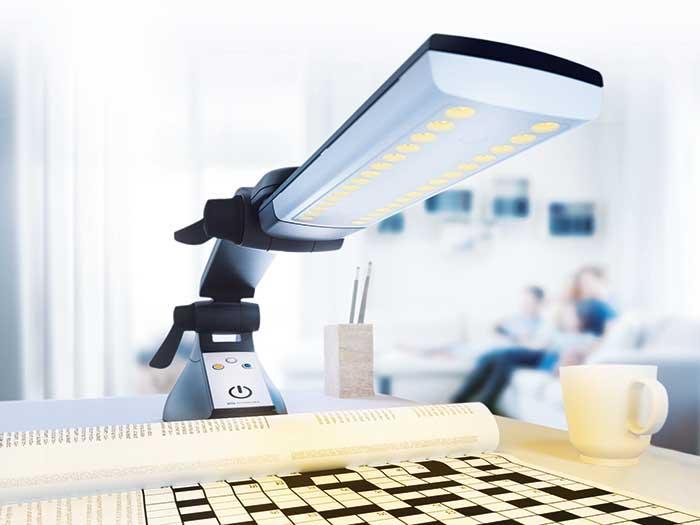 Mit der LowVision-Leuchtenserie MULTILIGHT PRO können Augenoptiker die Lebensqualität sehbeeinträchtigten Personen erhöhen.