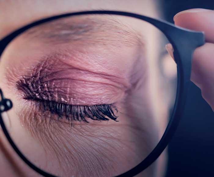 Augenermüdung kommt in erster Linie von einer verringerten Kontrastwahrnehmung verursacht durch optische Aberrationen hohen Grades – dritter und höherer Ordnung
