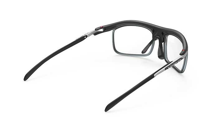 Der OPTICAL DOCK ist ein Vollrandclip, der eine unkomplizierte und pragmatische Möglichkeit für Optiker darstellt.