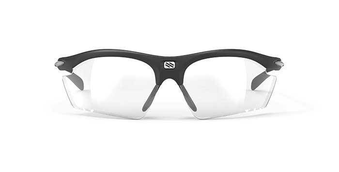 Jedes Glas wird individuell mit modernster Freeform-Technologie unter Verwendung der Korrektur- und Trageparameter des Sportlers erstellt