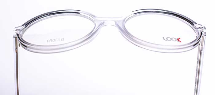 Diese frischen Styles berichten visuell von einem neuen Hauch an Minimalismus, der der Brille Charme, Coolness und italienische Kreativität verleiht